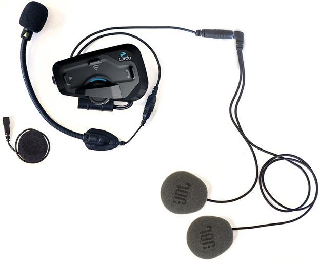Le cardo Freecom 4+ avec les oreilles JBL et le micro universel